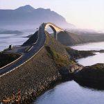 بر روی این جاده از وسط اقیانوس می گذرید
