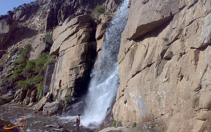 آبشار گنجنامه جاذبه ی همدان