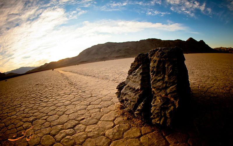 سنگ های متحرک دره مرگ در آمریکا