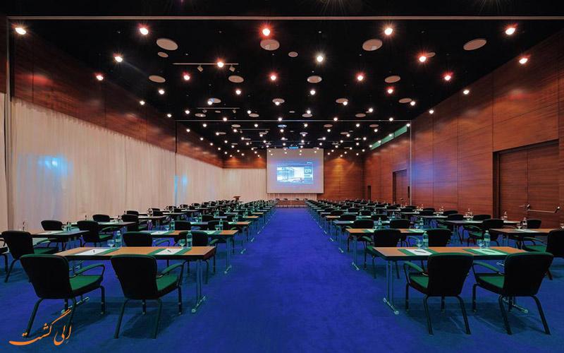 اتاق کنفرانس هتل رادیسون بلو ایوریا
