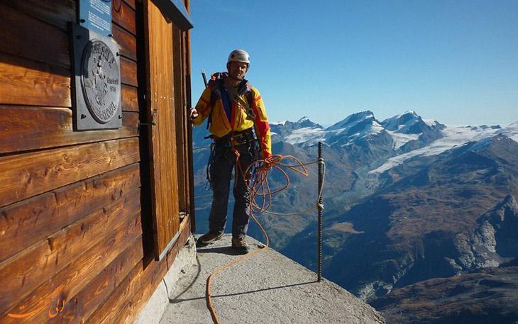 کلبه ای در کوهستان آلپ سوئیس