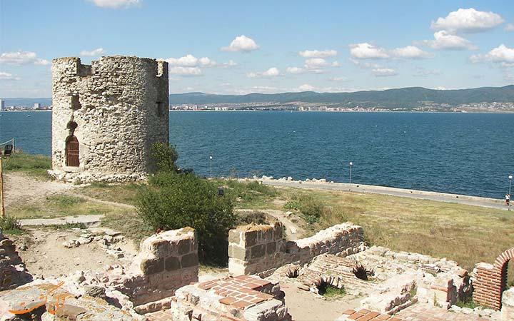 بقایای قلعه نسبار