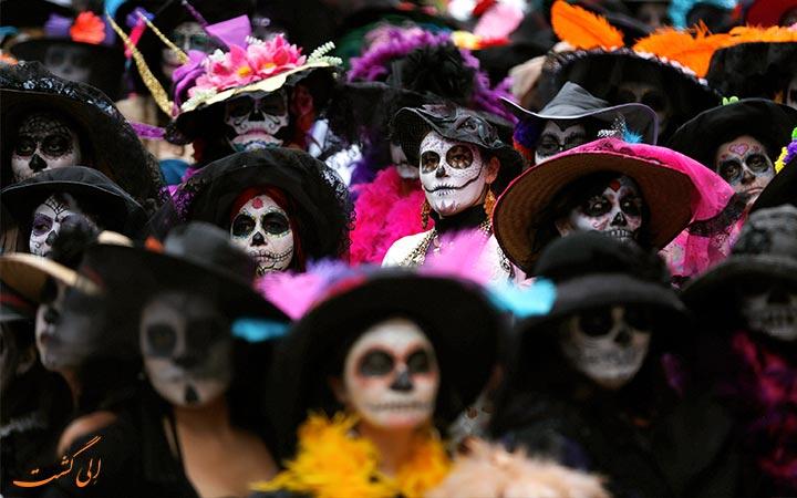 مردم در جشن مردگان