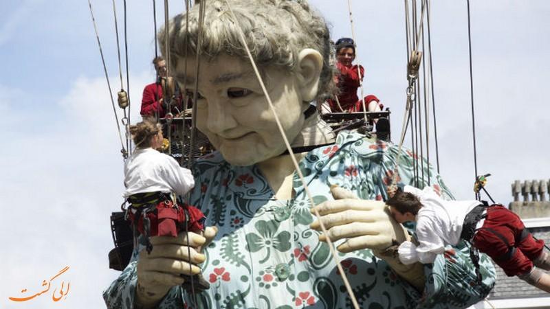 عروسک های غول پیکر ژنو