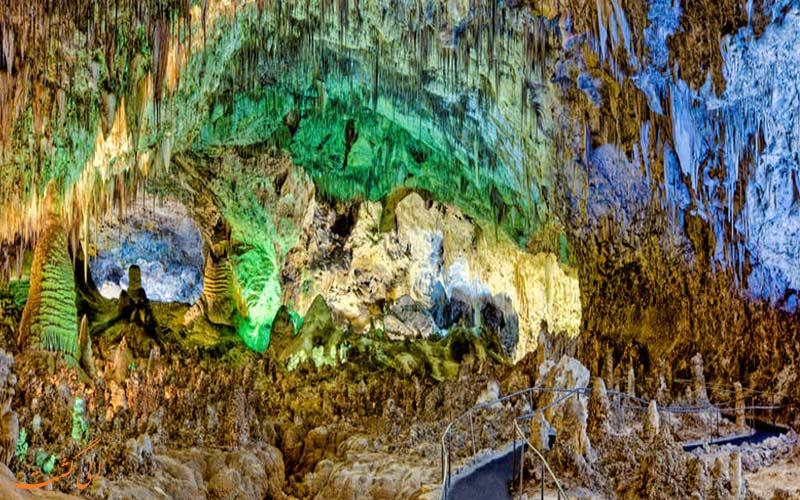 گشت و گذار در پارک ملی حفره های کارلزبد