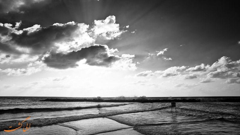 عکس سیاه و سفید از امواج مربعی دریا