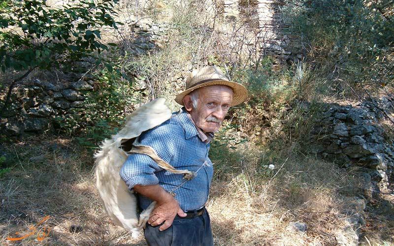 افراد پیر جزیره یونانی