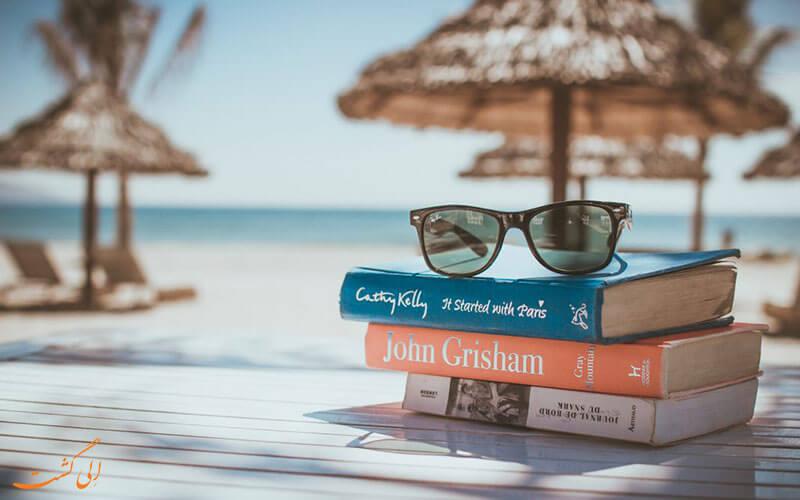 کتاب خواندن در سفر