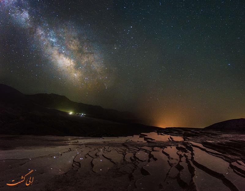 چشمه های باداب سورت در شب