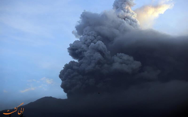 فوران آتشفشان آگونگ
