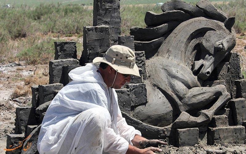 هنرمندان مجسمه ساز در تالاب کجی نمکزار