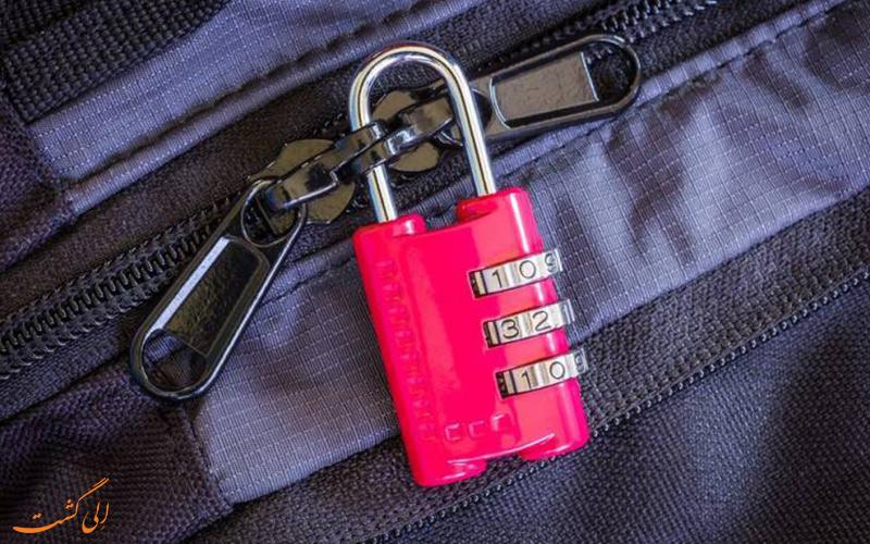 قفل چمدان در سفر