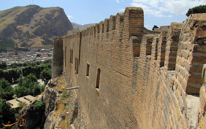 دیوارهای قلعه فلک الافلاک