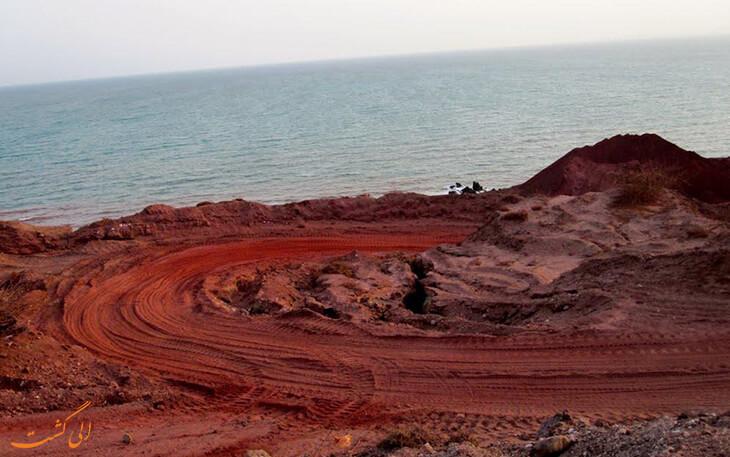 سواحل قرمز رنگ هرمز