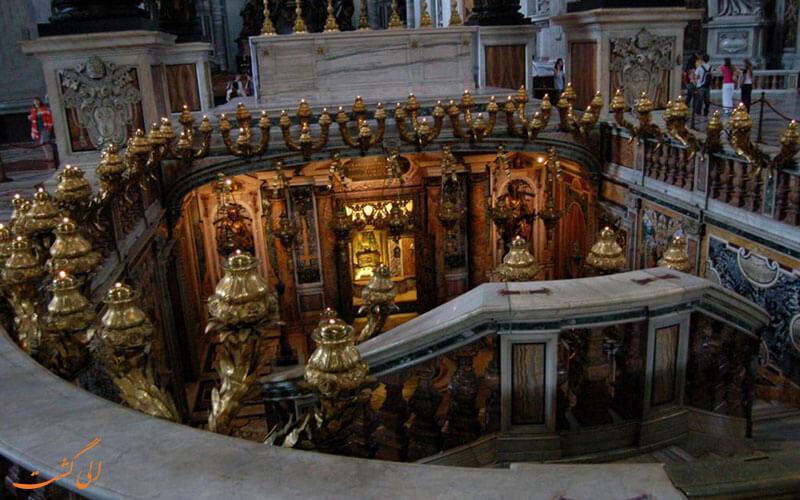 نمایی از داخل کلیسای سنت پیتر
