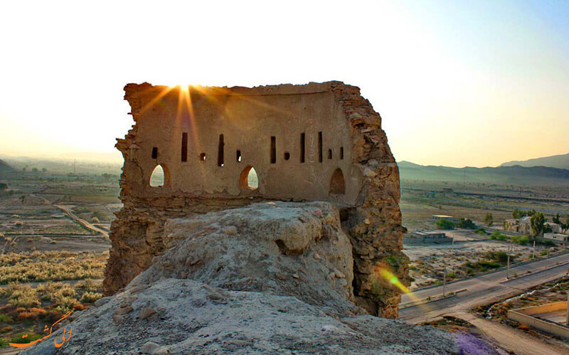 قلعه فین از جاذبه های بندرعباس