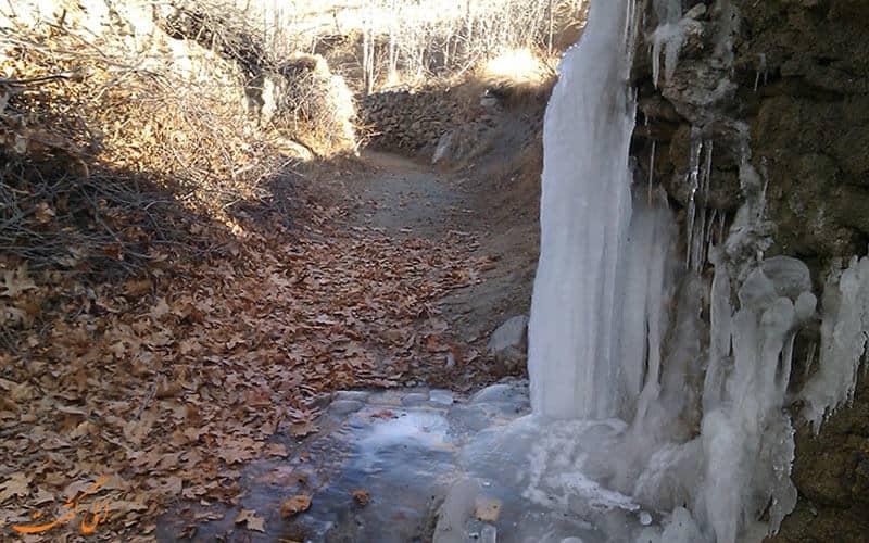 آبشار اخلمد در زمستان