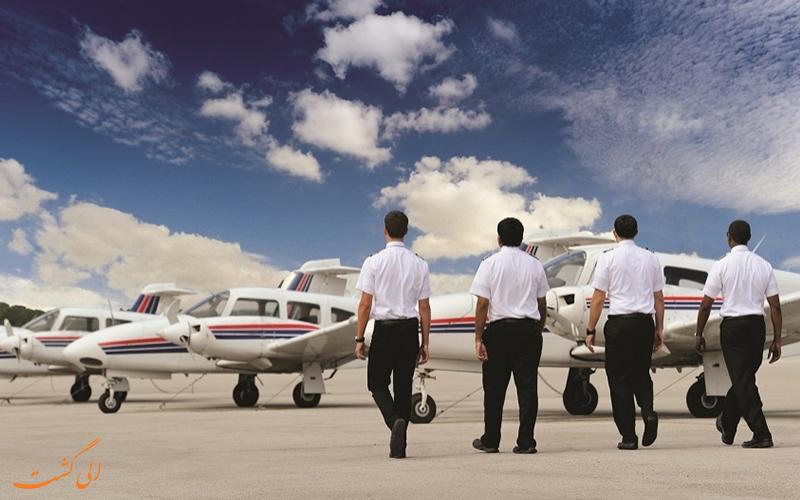 - خلبانان در طول پرواز غذاهایی متفاوت از مسافران می خورند!