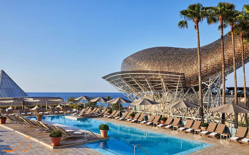 امکانات تفریحی هتل آرتس بارسلونا- استخر