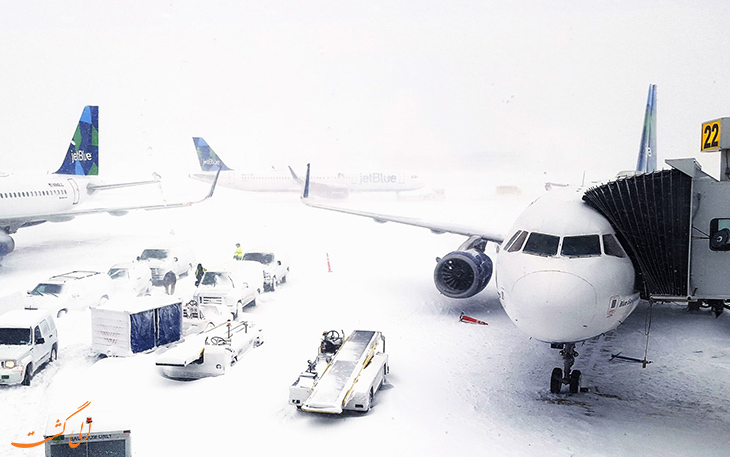 باند فرودگاه در هوای برفی