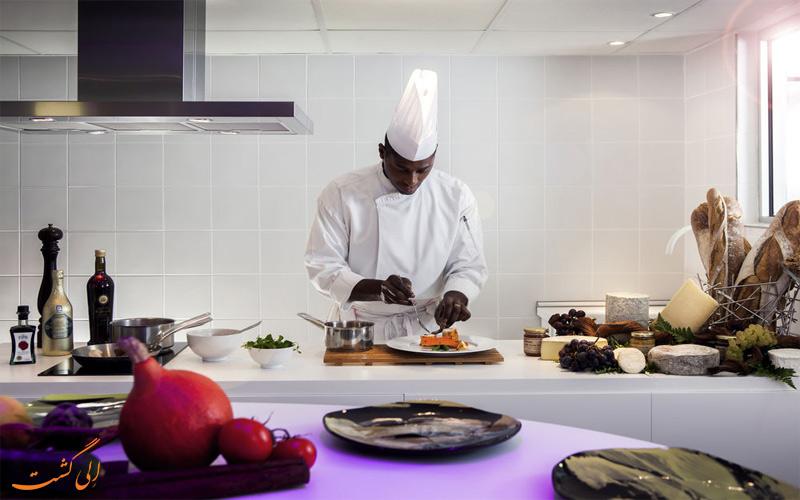 خدمات رفاهی هتل پولمن پاریس - رستوران و آشپزخانه باز