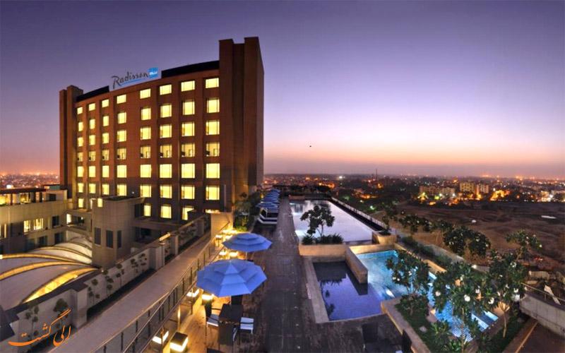 امکانات تفریحی هتل رادیسون بلو پاچیم ویهار دهلی نو- نمای استخر