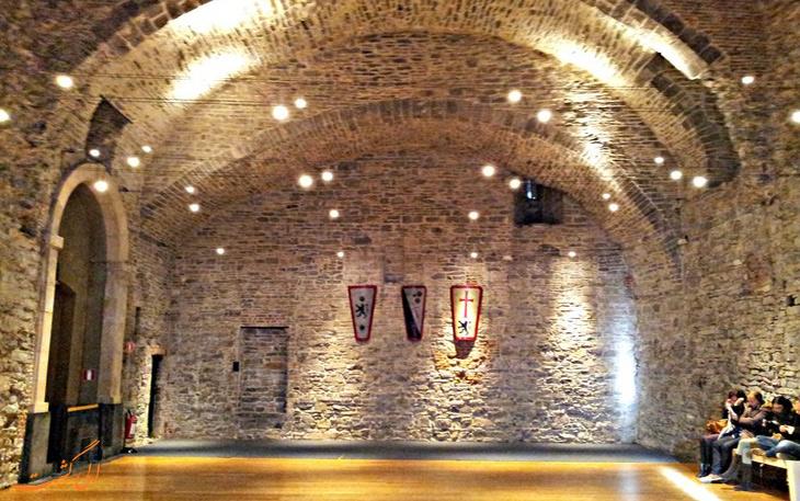 نمای داخلی قلعه گراون استین در گنت