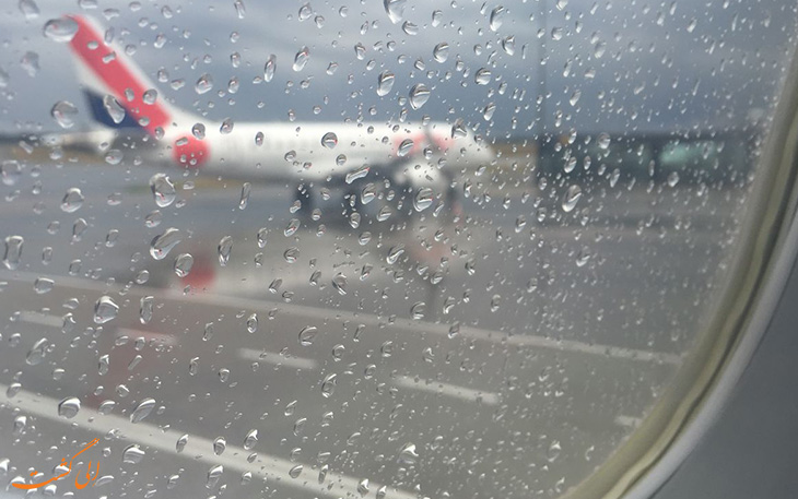 تمیز کردن شیشه با برف پاک کن هواپیما