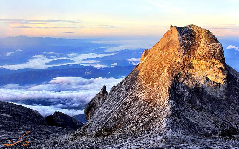 نمایی از بالای کوه کینابالو