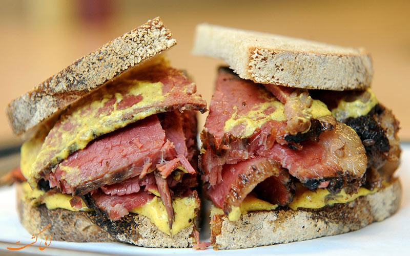 ساندویچ گوشت دودی