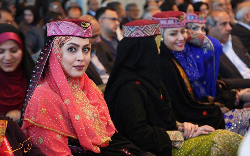 مهمانداران تفتان با پوشش سنتی