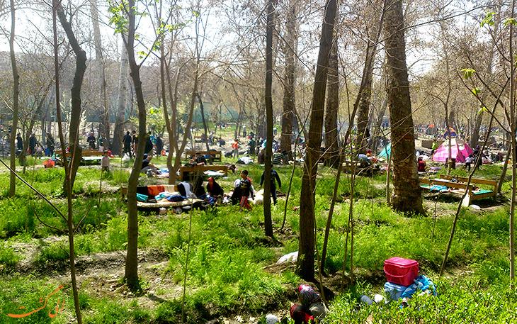 مردم در پارک وکیل آباد مشهد