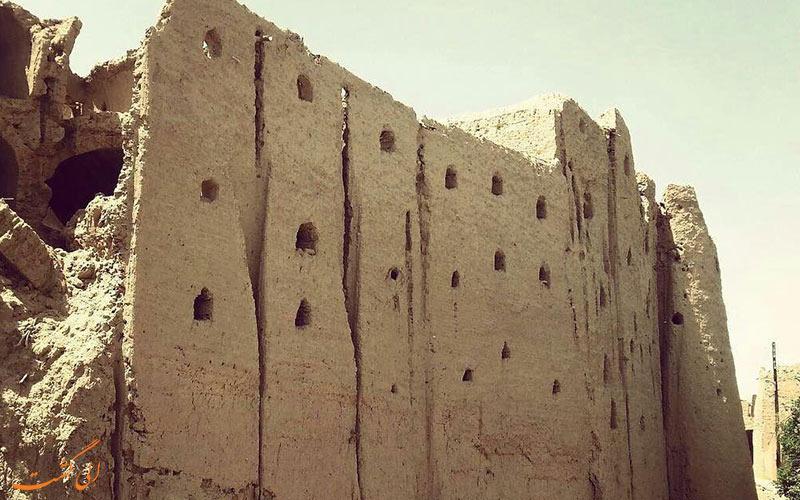 دیوار قلعه بیاضه