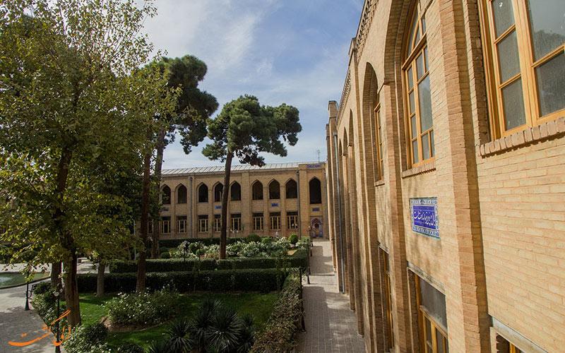 دیوارهای مدرسه دارالفنون