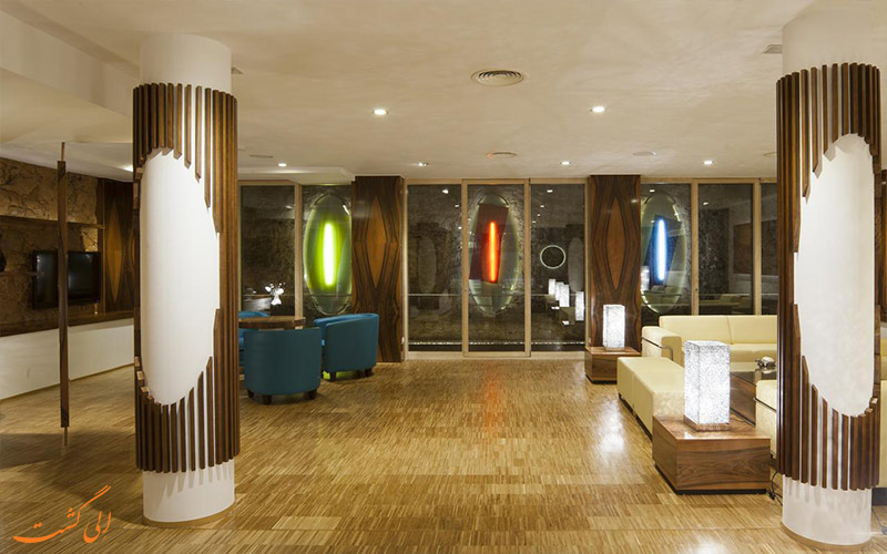خدمات رفاهی هتل آکو سوئیت بارسلونا- لابی