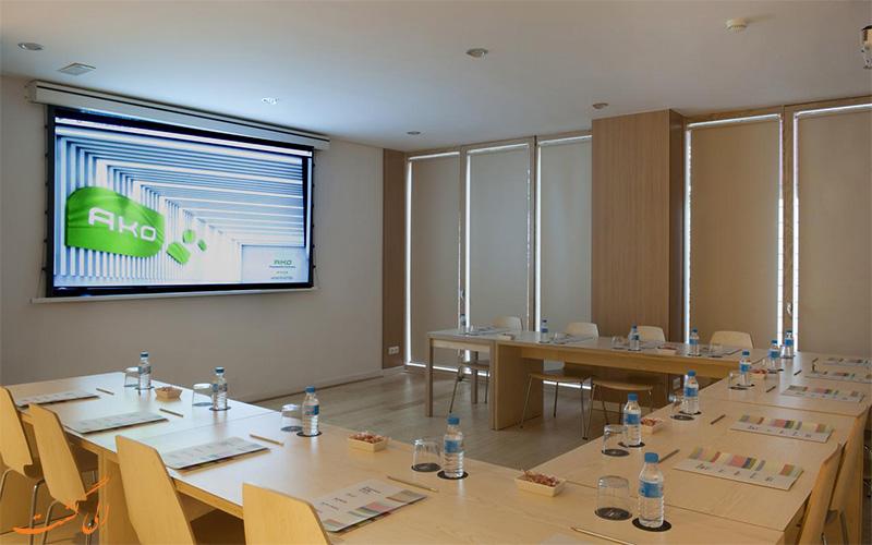 خدمات رفاهی هتل آکو سوئیت بارسلونا- اتاق جلسات