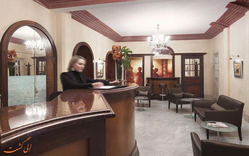 هتل گونود نیس میز پذیرش