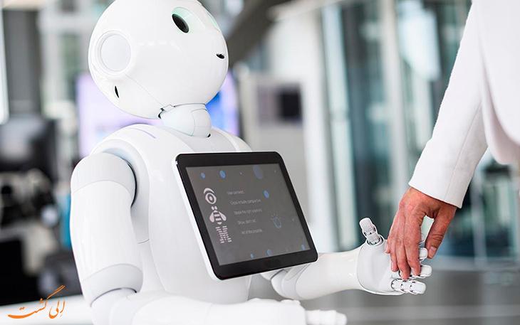 ربات انسان نمای فرودگاه مونیخ آلمان