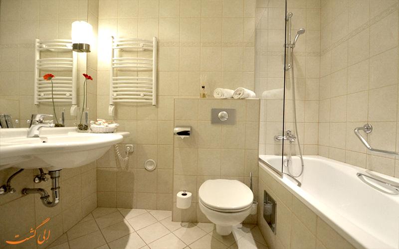 حمام اتاق های هتل لئوناردو بوداپست