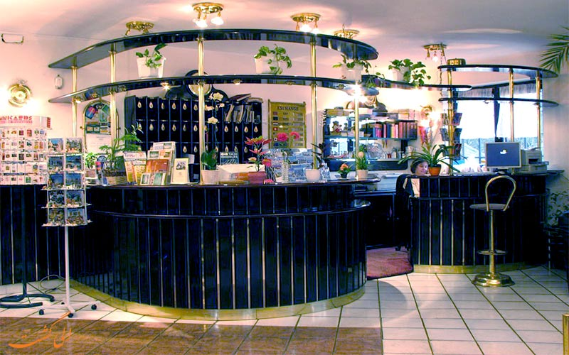 هتل لاکی بوداپست- میز پذیرش