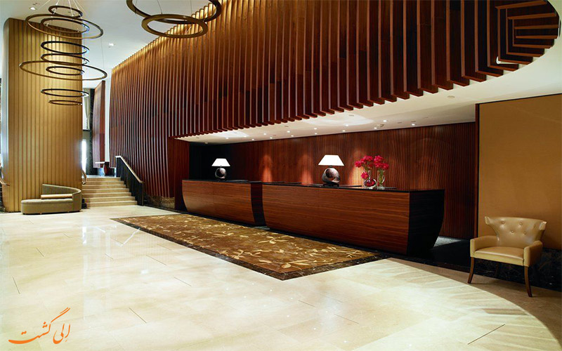 هتل ریتز-کارلتون وین- میز پذیرش