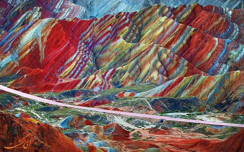 کوه های رنگین کمانی