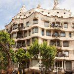 قصر عجیب کازامیلا در بارسلونای اسپانیا