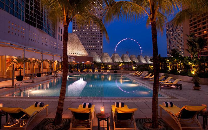 هتل کنراد سنتنیال سنگاپور | استخر