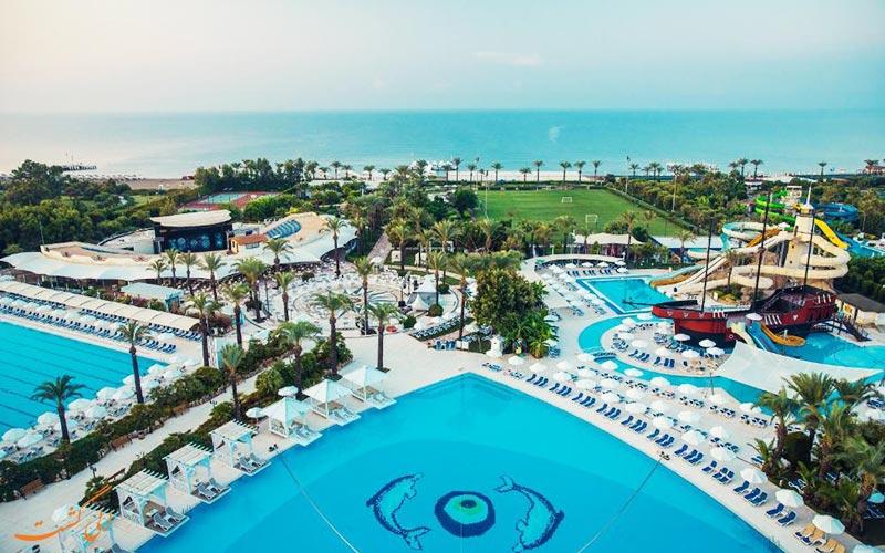 هتل تایتانیک بیچ لارا آنتالیا | استخرها
