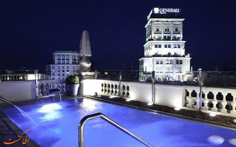 امکانات تفریحی هتل ال آونیدا پالاس بارسلونا- استخر رو باز