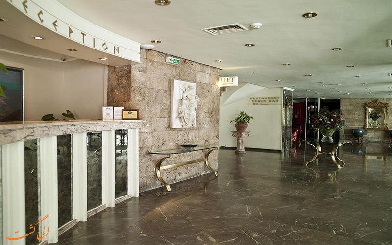 خدمات رفاهی هتل بست وسترن ایلیسیا آتن- میز پذیرش