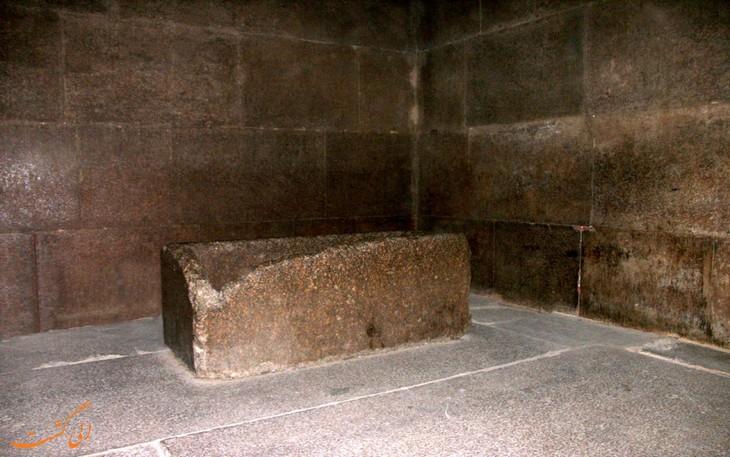 سنگی در داخل اهرام مصر