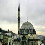مسجد رستم پاشا استانبول، رقیب مسجد شیخ لطف اله در کاشی کاری