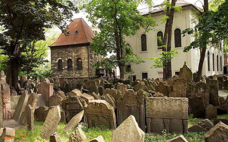 قبرستان قدیمی